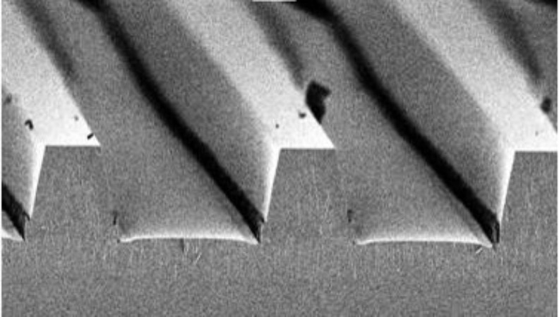 SEM image of trenches in quartz glass made by dry-etching.jpg